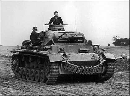 Командирский танк Pz.Bf.Wg.III Ausf.H. Это одна из машин штаба 33-го танкового полка 9-й танковой дивизии 1-й танковой группы Клейста. Восточный фронт, июль 1941 года.