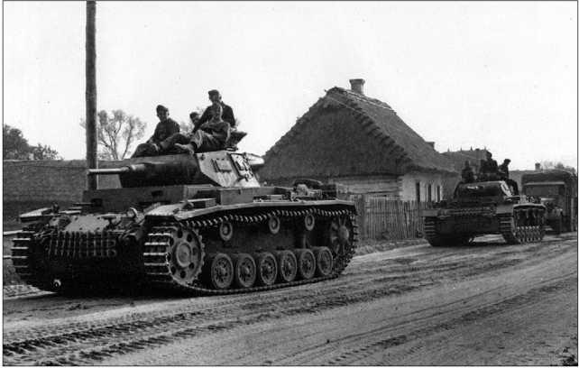Танки Pz.III Ausf.F (впереди) и Pz.III Ausf.G. Восточный фронт, 1941 год.