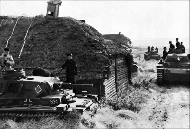Pz.III Ausf.J 6-й роты 2-го батальона 3-го танкового полка 2-й танковой дивизии на привале. Восточный фронт, 1941 год.