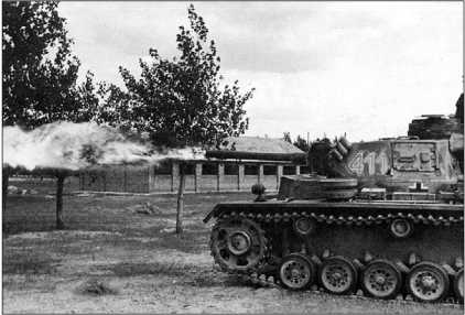Огнеметный танк Pz.III Ausf.M(FI) в бою. Восточный фронт, лето 1943 года.