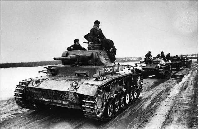 Отдельная рота трофейных танков на Западном фронте. Март 1942 года. На переднем плане — Pz.III Ausf.J «Смерть Гитлеру».