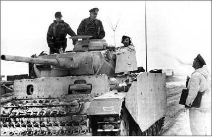 Дольше всего в войсках эксплуатировались командирские варианты «троек». Pz.Bf.Wg.III Ausf.K из состава 2-го танкового полка 16-й <a href='https://arsenal-info.ru/b/book/1627328415/38' target='_self'>танковой дивизии</a>. Восточный фронт, конец 1943 года.