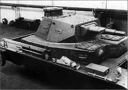 Прототип танка BW фирмы Rheinmetall. 1935 год. Хорошо виден заглушенный погон пулеметной башенки в правой передней части корпуса (вверху). Опытный танк BW I (Krupp) с опытной башней VI (внизу).