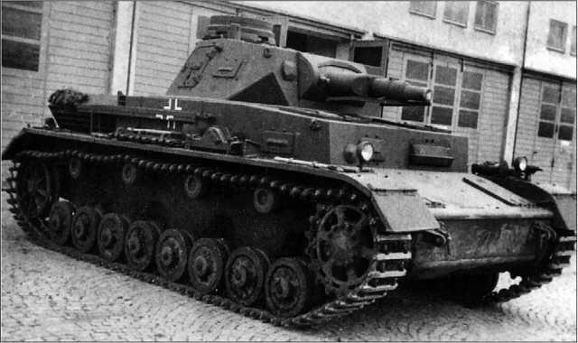Танк Pz.IV Ausf.B в парке одной из танковых частей Вермахта. 1939 год.
