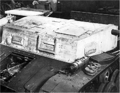 Деревянный макет передней части подбашенной коробки модификации Ausf.B, смонтированный на шасси BW II.