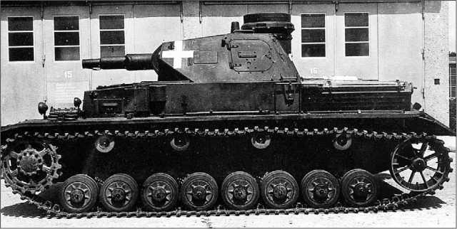 Танк Pz.IV Ausf.C. Судя по белому кресту на башне, снимок сделан накануне Польской кампании.
