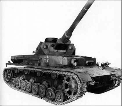 Pz.IV Ausf.F с деревянным макетом 75-мм пушки с длиной ствола 75 калибров.
