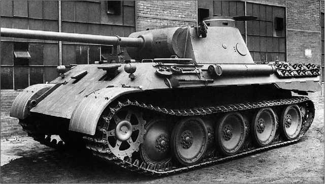 «Пантера» Ausf.D, только что покинувшая сборочный цех. Весна 1943 года.