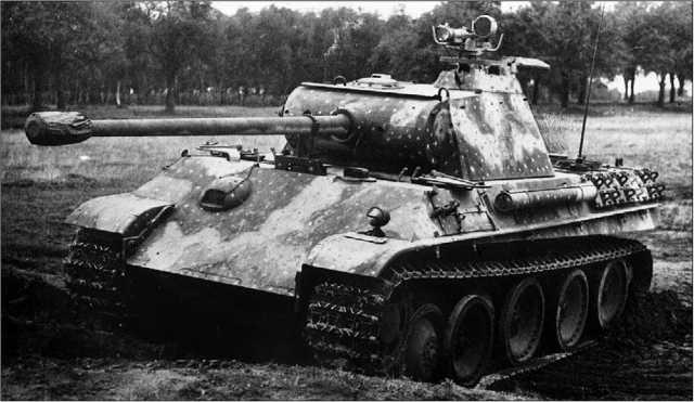 «Пантера» Ausf.G, с установленным на командирской башенке прибором ночного видения.