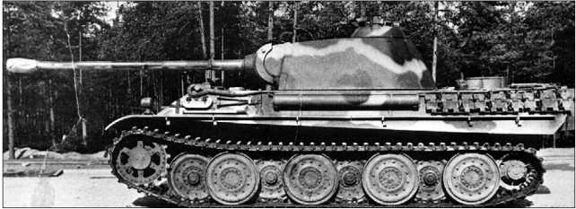 Танк модели G с экспериментальной ходовой частью с необрезиненными опорными катками. Сентябрь 1944 года.