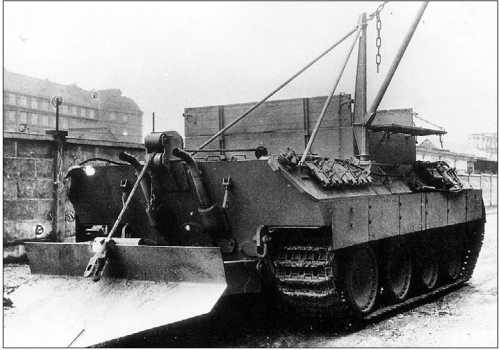 Один из первых вариантов Bergepanther Ausf.G на базе «Пантеры» Ausf.D с лебедкой, кран-стрелой и сошником. Хорошо виден кронштейн со щитом для 20-мм пушки KwK 38.