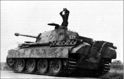 «Пантера» из состава 1-й роты 51- го танкового батальона на проселочной дороге в районе с. Черкасское. Южный фас Курской дуги, июль 1943 года.