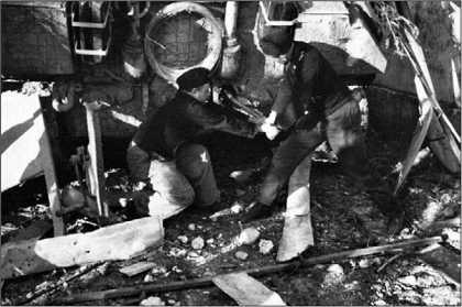 Завести «Пантеру» вручную было делом нелегким. Для этого привлекалось не менее двух членов экипажа.