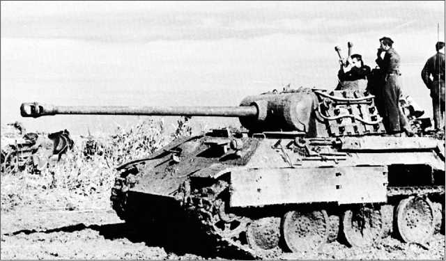 «Пантера» Ausf.A на боевой позиции. Восточный фронт, Украина, 1943 год.