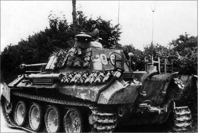 Командирский танк Sd.Kfz.267 на базе «Пантеры» Ausf.A. 2-й батальон 33-го танкового полка 9-й танковой дивизии. Нормандия, лето 1944 года.