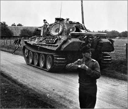 «Пантера» Ausf.G поздних выпусков (кожух банника размещен на крыше МТО). Франция, 1944 год.