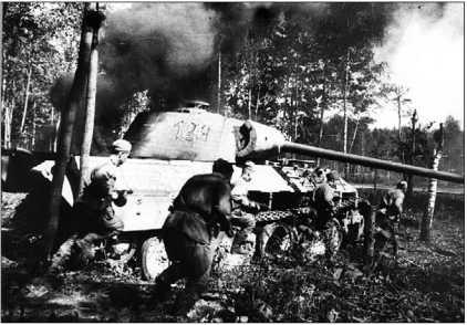 Горящая «Пантера» Ausf.A. Прибалтика, сентябрь 1944 года.