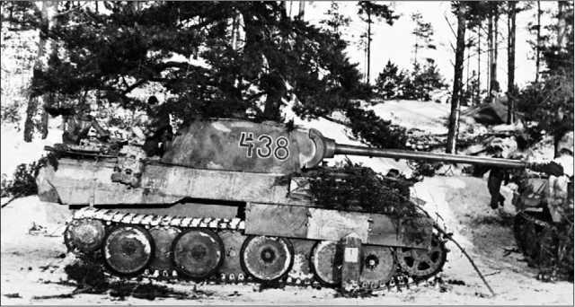 «Пантера» Ausf.D во время контрнаступления немецких войск в Арденнах. Декабрь 1944 года.