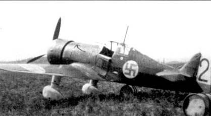 В период Зимней войны на истребителе Фоккер D.XXI (бортовой код «FR- 83») летал уоррент-офицер Юрио Туркка из 1/LLv-24, одержавший 4,5 победы. Снимок самолета сделан летом /940г. на аэродроме Сиикакангас. Несмотря на то, что машину к этому времени уже передали в LLv-32, истребитель сохранил тактический номер — «черная 2» — уоррент-офицер Юрио Туркка.