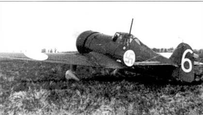 Еще один снимок лета 1940г.— истребитель Фоккер D.XXI (бортовой код «FR-108»), аэродром Сиикакангас. В период Зимней войны на самолете летал командир 3/LLv-24 капитан Эйно Луукканен, сбивший один советский самолет лично и один — в группе.