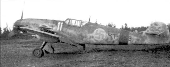 «Ганбот» с бортовым кодом «МТ-453»; истребитель принадлежал l/HLeLv-34. Снимок сделан на аэродроме Тайпалсаари в июле 1944г. На нем стафф-ссржант Осмо Лянсиваара одержал четыре победы в воздушных боях, а Антти Тани 1 июля 1944г. сбил три штурмовика Ил-2.
