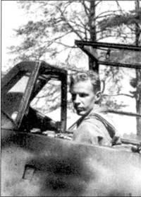 <a href='https://arsenal-info.ru/b/book/3802455064/11' target='_blank'>Командир 3</a>/Н LeLv-24 1-й лейтенант Киюсти Кархила, снимок 2 июля 1944г.