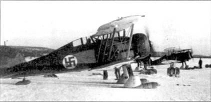 Истребители Глостер «Гладиатор II» (бортовые коды «GL-255», «GL-254» и «GL-253») из LLv-26, аэродром Минсункангас, февраль 1940г. Стафф-сержант Ойва Туоминен из 2/LLv-26 13 феврали 1940г. записал па свой счет 3,5 победы в одном боевом вылете (все — бомбардировщики СБ из 39-го СБАП), во втором за день вылете он сбил один Р-5. Все победы 13 февраля Туоминен одержал на «Гладиаторе» с бортовым кодом «GL-255».