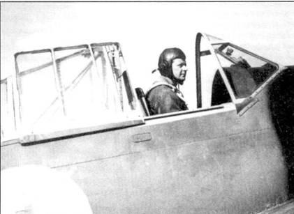 «Отец» финской истребительной авиации майор Густав Магнуссон командовал LeLv-24 до мая 1943г. На снимке — Магнуссон в кабине истребителя Брюстер, 10 июля 1941г. Густав Магнуссон был награжден крестом Маннергейма 26 июня 1944г. как выдающийся командир, в тот период он командовал LeR-3.