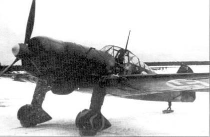 Оснащенный двигателем Уосп истребитель Фоккер D.XXI с бортовым кодом «FR-129» сфотографирован на аэродроме Суулаярви в ноябре 1941г. Капитан Кару получил эту машину в начале Продолжительной войны и летал на самолете с бортовым кодом «FR-129» в течение 17 месяцев. На нем Кару одержал пять in десяти своих побед в воздушных боях, а также потопил в Финском заливе 17 небольших судов.
