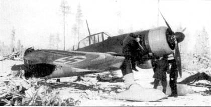 Истребитель Фоккер D.XXI с бортовым кодом «FR-148», аэродром Тииксярви, 4 ноября 1941г. Истребитель принадлежал 3/LeLv-30. В течение первых 12 месяцев Продолжительной войны на «FR-148» летал 1-й лейтенант Мартти Калима и сбил на нем три советских самолета.