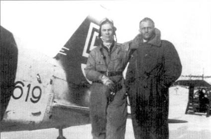 Мастер-сержант Антти Тани из 1/LLv-28 позирует вместе с механиком Ристо Хилтуненом на фоне хвостового оперения истребителя Моран-Солнье MS.406 с бортовым кодом «MS-619», аэродром Соломанни, март 1943г. Летая на Моранах, Тани сбил семь советских самолетов (в том числе два на самолете с бортовым кодом «MS-619»), в составе LeLv-34 он па Bf.I09G довел свой счет до 21,5 победы.