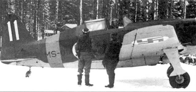 Место в кабине Морана с бортовым кодом «MS-611» из 1/LeLv-I4 занял «Маеа» Калима, Тииксярви, март /943г. Обычно на ином истребителе летал другой ас — сержант Ааро Нуорала, пока его 9 апреля 1943г. не перевели в вооруженную мессершмиттами 34-ю эскадрилью. Ну орала одержал в воздушных боях 14,5 побед, один самолет (И-15бис, 16 марта 1943г.) он сбил на Моране с бортовым кодом «MS-611». Истребители 1/LeLv-14 имели тактические номера белого цвета.