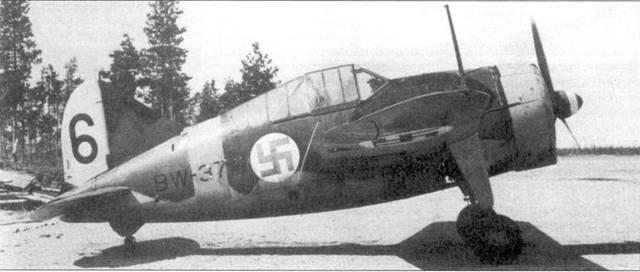 Ни сделанном в Суулиярви 8 мая 1944г. снимке запечатлен один из последних уцелевших Брюстеров 24-й эскадрильи — самолет с бортовым кодом «BW-374». Одно время на нем летал 2-й лейтенант Ниро Риихикаллио из 2/LeLv-24, одержавший в воздушных боях апреля-мая 1943г. 4,5 победы.