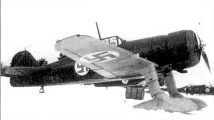 Истребитель Фоккер D.XX1 (бортовой код «FR-Пб») из 5/LLv-24, Йоройнен, 8 апреля 1940г. На снимке не заметна цифра «5» голубого цвета, написанная ни руле направления; «5» — пятое звено. 1-й и 5-е звенья из LLv-24 действовали в составе LLv-26 до 1 февраля 1940г.
