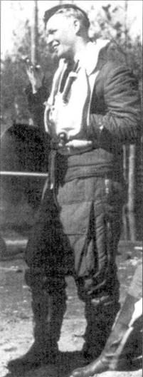 Все свои победы стафф-сержант «Таппи» Ярви одержал в составе 2/ HLeLv-24. Эта фотография сделана в мае 1944г., когда на счету Ярви значилось 11,5 побед, одержанных ни Брюстерах, и 17 — на <a href='https://arsenal-info.ru/b/book/2753724368/7' target='_self'>мессершмиттах</a>. Всего в 247 боевых вылетах «коротышка» Ярви одержал 28,5 побед.