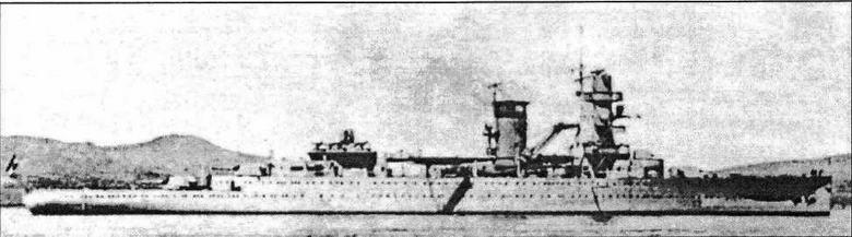 Крейсер De Ruyter во время испытательного пробега у берегов Шотландии. Экспериментальный дефлектор на дымовой трубе вскоре будет заменен новым