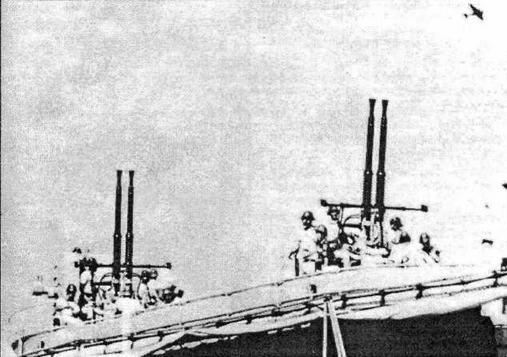 Превосходство японцев в воздухе было подавляющим и налета авиации противника следовало ждать ежеминутно. Поэтому прислуга 40-мм зенитных установок неотлучно находилась у своих орудий