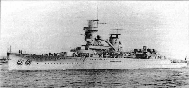 Крейсер De Ruyter в конце апреля 1936года по окончании постройки. Корабль выходит из порта Роттердама для проведения ходовых испытаний. На дымовой трубе экспериментальный дефлектор в виде крышки. На фотографии (а также на фото, помещенном на 1 -й странице обложки, представляющем корабль в это же время) хорошо видны форштевень с так называемой «грушей Тейлора» и якорных ниш
