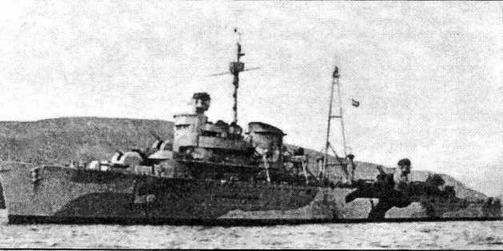 Крейсер ПВО Jacob van Heemskerck вскоре после вступления в строй в 1941 году. Перестроенный в Англии корабль получил характерную для английских крейсеров башенноподобную носовую надстройку. П-образную ферму сменила мачта-тренога. Крейсер несет стандартный британский камуфляж