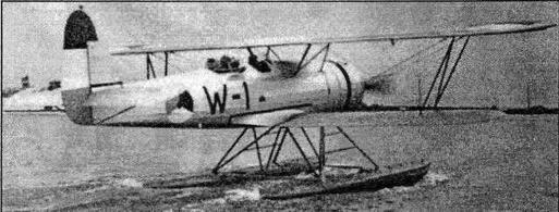 Гидросамолеты Fokker C.XIW широко использовались в Голландской Ост-Индии не только в качестве корабельных разведчиков, но как патрульные и связные самолеты. На фотографии — один из бортовых разведчиков крейсера De Ruyter