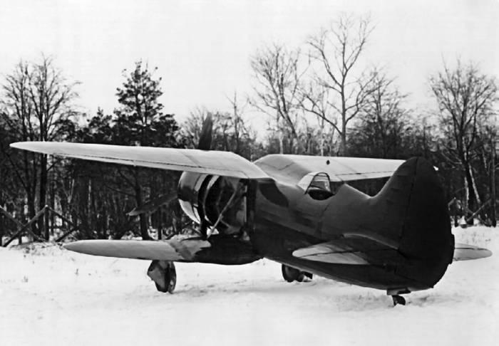 Истребитель ИС со складывающимся нижним крылом, работы по которому прекратили по решению комиссии А.С. Яковлева