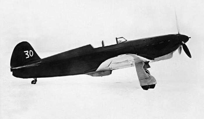 Як-1 с М-105П (заводской №0218, завод №301, модифицирован заводом №115) на аэродроме НИИ ВВС. Апрель 1941г.
