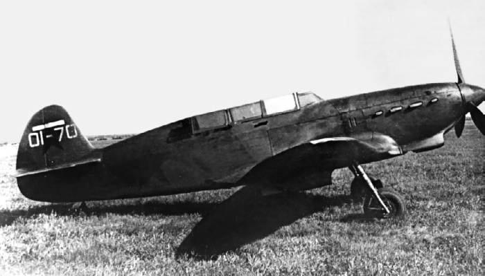 Серийный вывозной самолет Як-7В №01–70