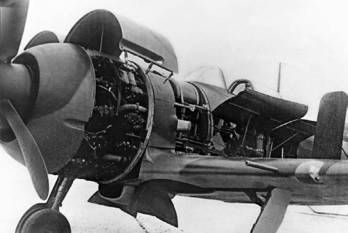 Капоты мотора и технологические люки истребителя Як-7 значительно облегчали обслуживание машины