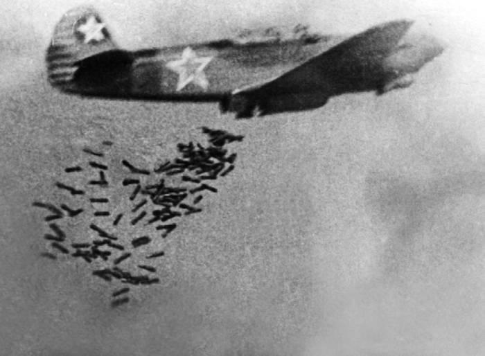 Як-9Б, сброс противотанковых бомб (ПТАБ)