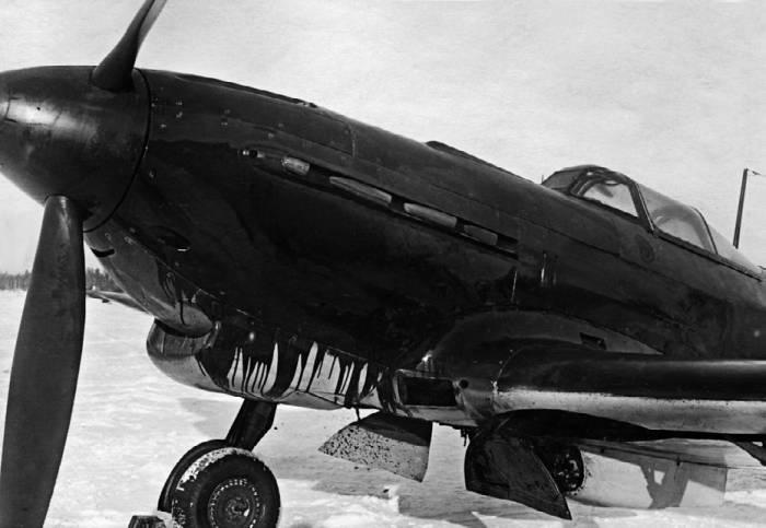 В ходе госиспытаний Як-9 с мотором М-106-1ск обнаружился выброс масла в полете