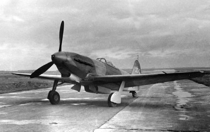 Вывозной самолет Як-9УВ