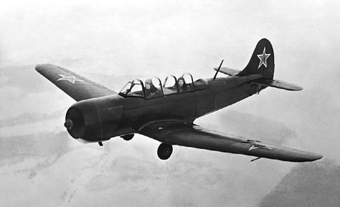 Самолет первоначального обучения Як-18А с двигателем АИ-14Р