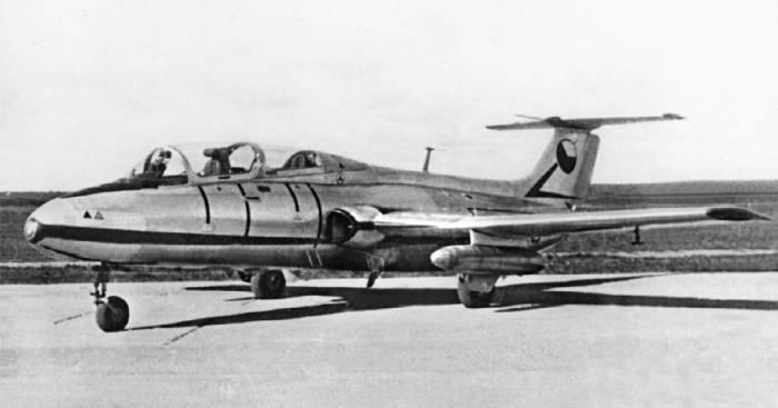Чехословацкией самолет L-29 «Дельфин», участник сравнительных испытаний на аэродроме Монино, 1961 год