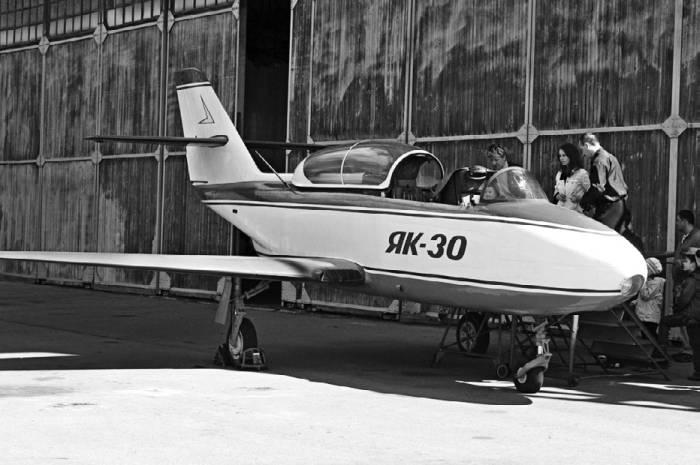Доработанный самолет Як-30 №90, на котором испытывалось вооружение, ныне экспонат Монинского музея ВВС